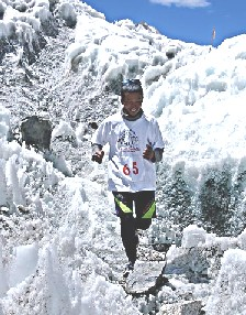 エベレストマラソン エベレストマラソン エベレスト・ベースキャンプ(標高5356m)からナムチェ